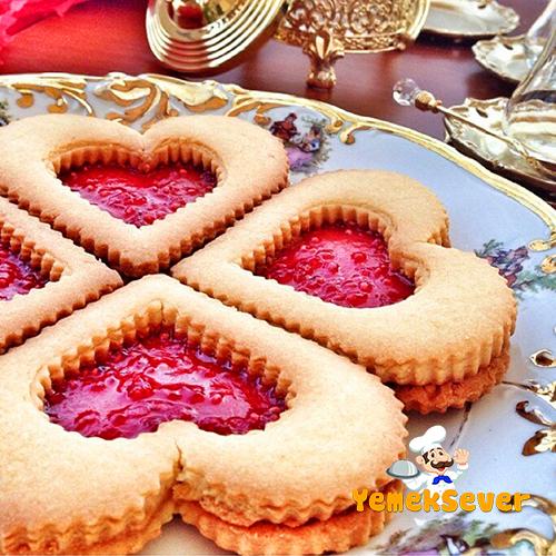 marmelatli-kalpli-cam-kurabiye